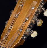 Old Acoustic Guitar Strings, Fretboard, Nut & Machine Head Close — Stock Photo