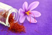 Close up of saffron flower and dried saffron spice  — Stockfoto
