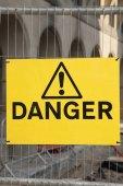 Sinal de perigo amarelo — Foto Stock