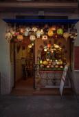Souvenirs store in Granada — Stock Photo
