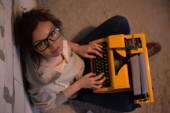 Woman typing using typewriter — Stock fotografie