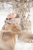 Young girl in winter park — Stock Photo
