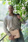 Businessman holding documents — Stock Photo