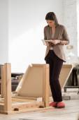 Woman assembling furniture — Foto Stock
