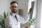 Doctor looking at brain x-ray — Stock Photo