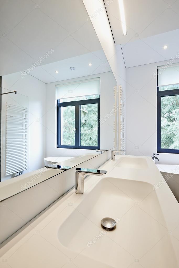 stile moderno interior design del bagno  foto stock © bombaert, Disegni interni