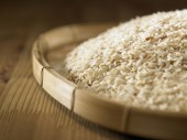 Brown rice in  tray — Stock Photo