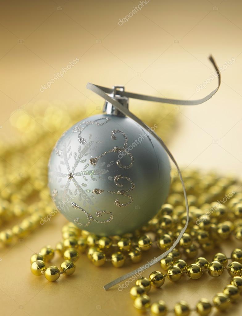 银色圣诞球 — 图库照片08eskaylim#68918775