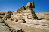 Sphinx and Cheops Pyramid — Stock Photo