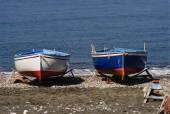 Wooden fishing boats ashore on the beach — Stock Photo