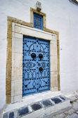 Typical tunisian wooden frontdoor — Stock Photo