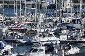 Роскошные яхты в Марина — Стоковое фото