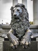 Bronze lion statue in Moscow — Stock Photo