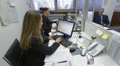 People working in an office — Foto de Stock