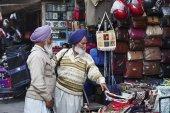Indische Männer auf dem Markt von Uttar Pradesh — Stockfoto