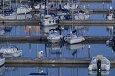 Luxusní jachty v marina — Stock fotografie