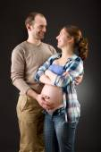 Portrait of a happy pregnant couple — Stock fotografie