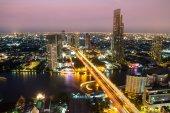BANGKOK, THAILAND-APRIL 9 : Wonderful twilight at Sathorn in Ban — Stock Photo