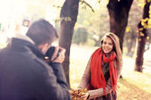 Beautiful woman posing to the camera in the park — Stock Photo
