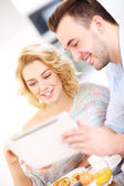 Happy couple  using tablet — Foto Stock