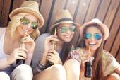 Female friends drinking cocktails — Stock Photo