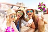 Girl friends having fun — Stock fotografie