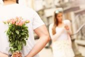 Young couple dating in the city — Stock Photo