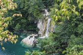 Waterfall and lake with rock fragments — Stock Photo
