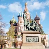 Moscow Minin and Pozharsky monument in front of Saint Basil the — Stock Photo