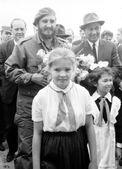 Yangiyer Castro and Rashidov and pioneer girls 1963 — Stock Photo