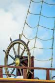 Wiel van een oude zeilschip — Stockfoto