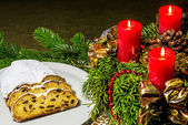 Christmas stollen bakery with Advent wreath with burning candles — Stockfoto
