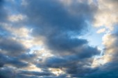 Sky with dark clouds — Stock Photo