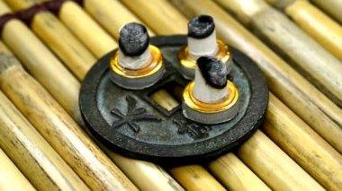 Chinese medicine, burning moxibustion cones — Vidéo
