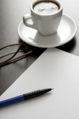 Coffee, white paper and pen — Fotografia Stock