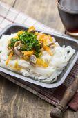 Chiński wymieszać z warzywami i makaronem ryżowym — Zdjęcie stockowe