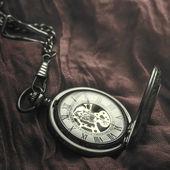 Vintage kapesní hodinky na látku — Stock fotografie