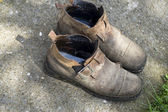 Weathered forgotten shoes — Foto de Stock