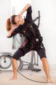 žena, ems electro svalová stimulace cvičení — Stock fotografie