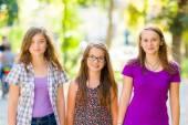 Teen schoolgirls walking in the park — Stockfoto