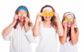 Primping girls having fun with fruit slices — Stock Photo