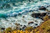 Colorful rocky beach in Santorini, Greece — Stock Photo