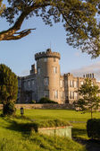 Photo famous 5 star dromoland castle hotel and golf club in ireland — Stock Photo