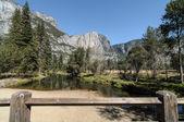 Photo yosemite national park on a beautiful sunny day — Stock Photo
