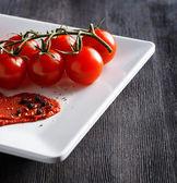 Ripe tomatoes and tomato paste — Stock Photo