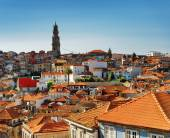 Colored facades and roofs of houses in Porto, Portugal. — Stockfoto