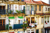 Colorful facades of old houses in Porto, Portugal. — 图库照片