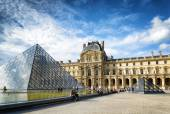 The view of the Passage Richelieu and the Pyramid of the Louvre  — Stock Photo