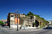 The facade of old building in Porto, Portugal. — Stock Photo