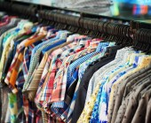 A wide range of men's shirts in store — Stock Photo